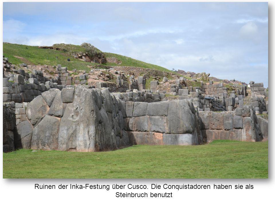 Ruinen der Inka-Festung über Cusco. Die Conquistadoren haben sie als Steinbruch benutzt