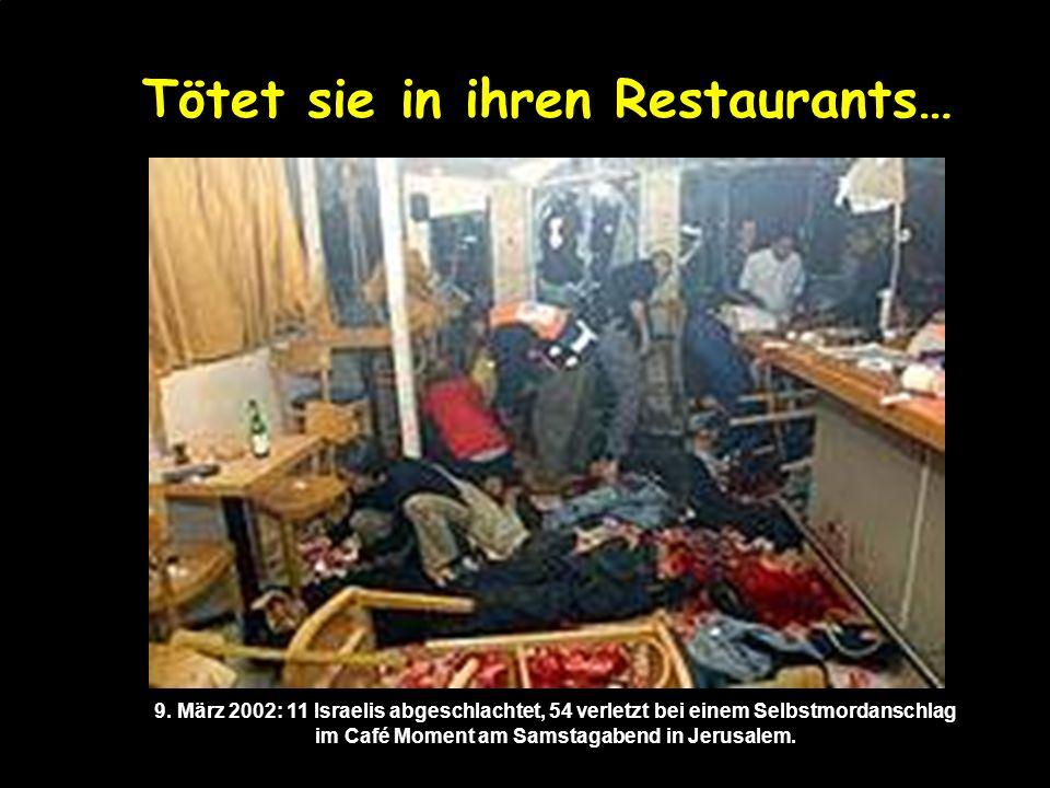 und tötet die Juden! Die abgedeckten Leichen der Opfer des Terror- Anschlags an der Azor-Kreuzung, südlich von Tel Aviv