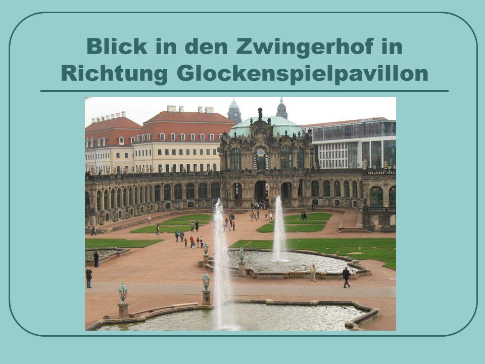 Blick in den Zwingerhof in Richtung Glockenspielpavillon