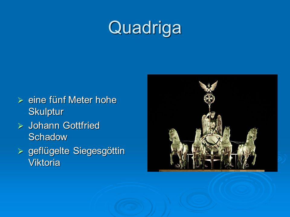 Quadriga eine fünf Meter hohe Skulptur eine fünf Meter hohe Skulptur Johann Gottfried Schadow Johann Gottfried Schadow geflügelte Siegesgöttin Viktori