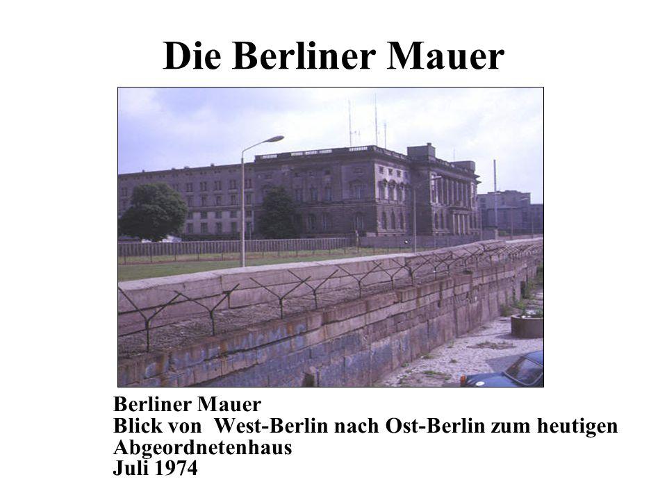 Die Berliner Mauer Berliner Mauer Blick von West-Berlin nach Ost-Berlin zum heutigen Abgeordnetenhaus Juli 1974