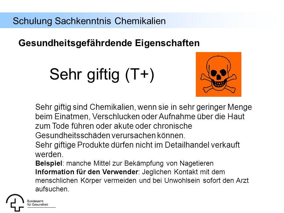 Schulung Sachkenntnis Chemikalien Sehr giftig sind Chemikalien, wenn sie in sehr geringer Menge beim Einatmen, Verschlucken oder Aufnahme über die Hau