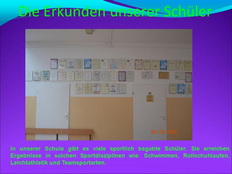Schulische Newslettertafel An dem schwarzen Brett befinden sich die Fotos aus dem Aufenthalt unserer Lehrerinnen in der Partnerstadt Schwäbisch-Hall.