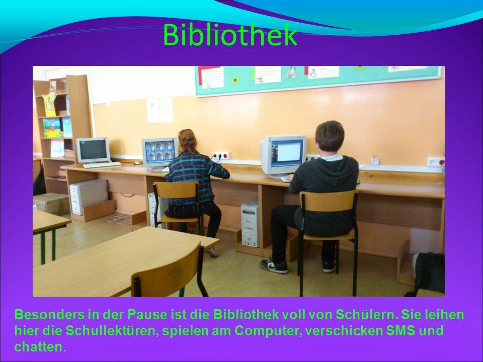 Mathematikunterricht In unserer Schule gibt es zwölf Klassenräume. Das ist ein Matheraum. In dem Matheraum gibt es eine interaktive Tafel. Sie macht u