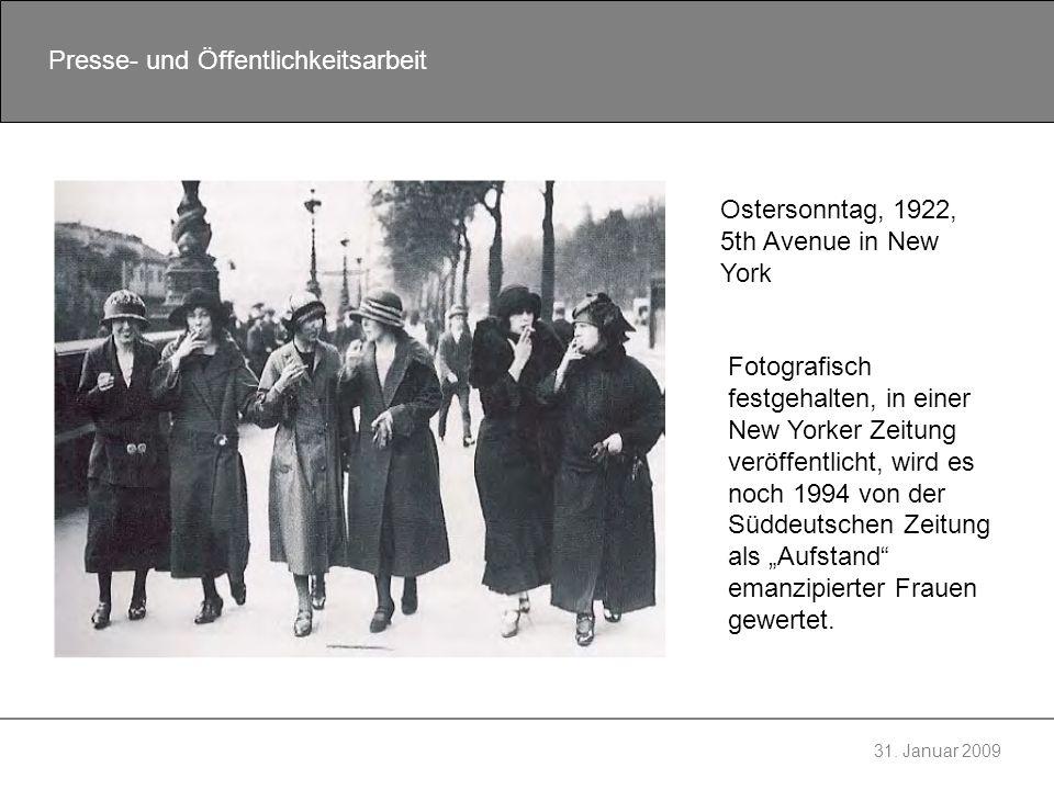 31. Januar 2009 Presse- und Öffentlichkeitsarbeit Ostersonntag, 1922, 5th Avenue in New York Fotografisch festgehalten, in einer New Yorker Zeitung ve