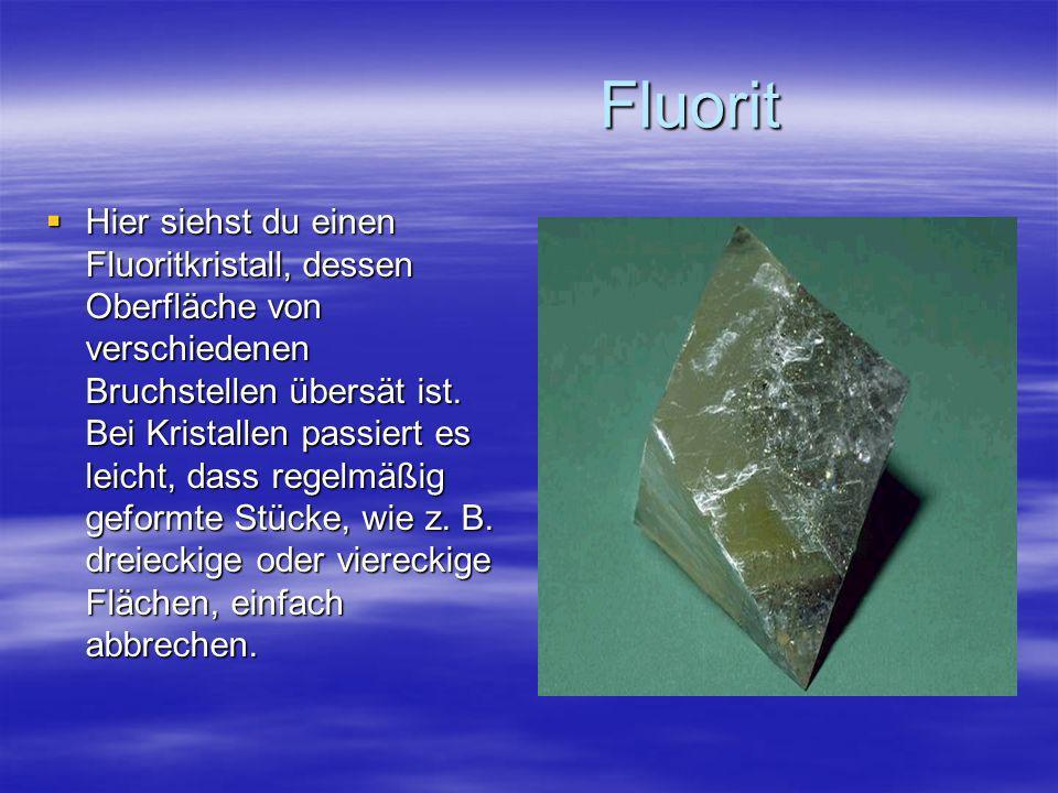 Fluorit Fluorit Hier siehst du einen Fluoritkristall, dessen Oberfläche von verschiedenen Bruchstellen übersät ist. Bei Kristallen passiert es leicht,