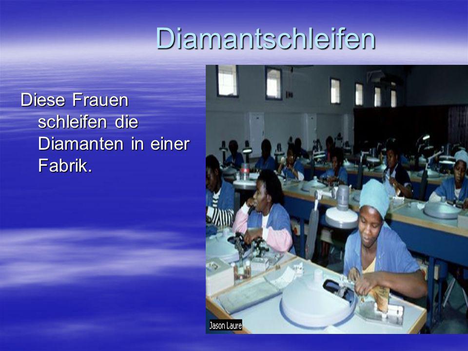 Diamantschleifen Diamantschleifen Diese Frauen schleifen die Diamanten in einer Fabrik.