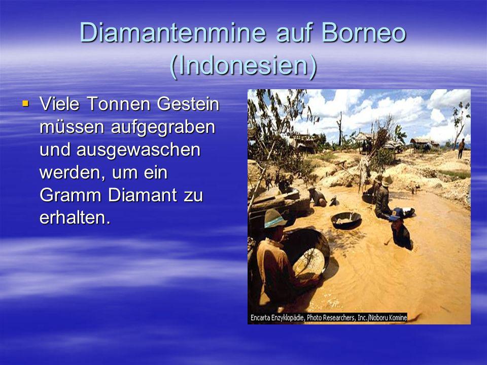 Diamantenmine auf Borneo (Indonesien) Viele Tonnen Gestein müssen aufgegraben und ausgewaschen werden, um ein Gramm Diamant zu erhalten. Viele Tonnen