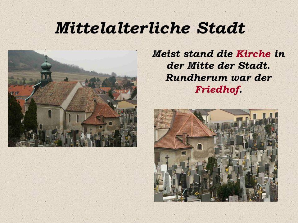 Mittelalterliche Stadt Meist stand die Kirche in der Mitte der Stadt. Rundherum war der Friedhof.