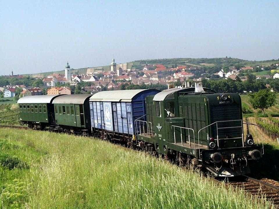Der Reblaus-Express verbindet auf 40 Kilometern Schienennetz in gemächlichem Tempo das Retzer Land im Weinviertel mit dem Waldviertler Wohlviertel und