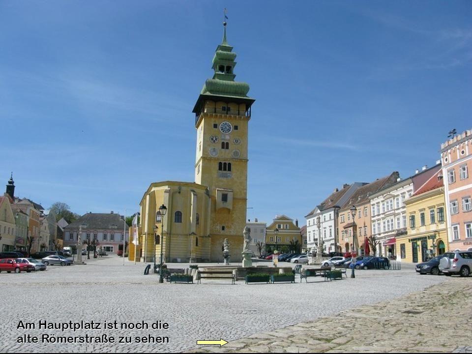 Das Sgraffitohaus wurde 1576 errichtet und 1928 die inzwischen übermalten Bilder wiederentdeckt und freigelegt.