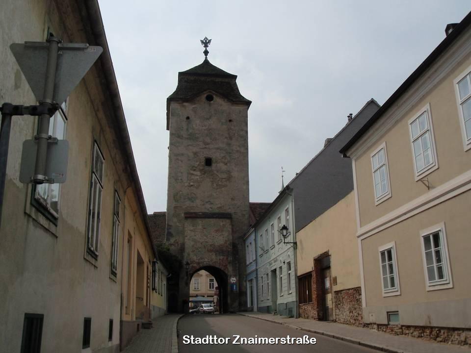 Am Hauptplatz ist noch die alte Römerstraße zu sehen