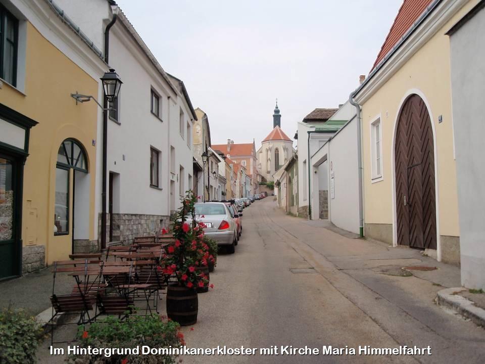 Im Hintergrund Dominikanerkloster mit Kirche Maria Himmelfahrt