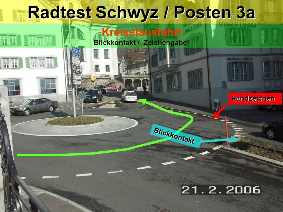 Radtest Schwyz / Posten 3 Kreisel Tempo mässigen / Fahrzeug von links haben Vortritt ! Handzeichen