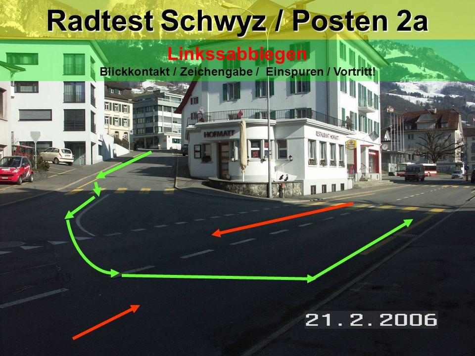Radtest Schwyz / Posten 9a Linksabbiegen mit Einspurstrecke Blickkontakt / Zeichengabe / Einspuren / Vortritt .