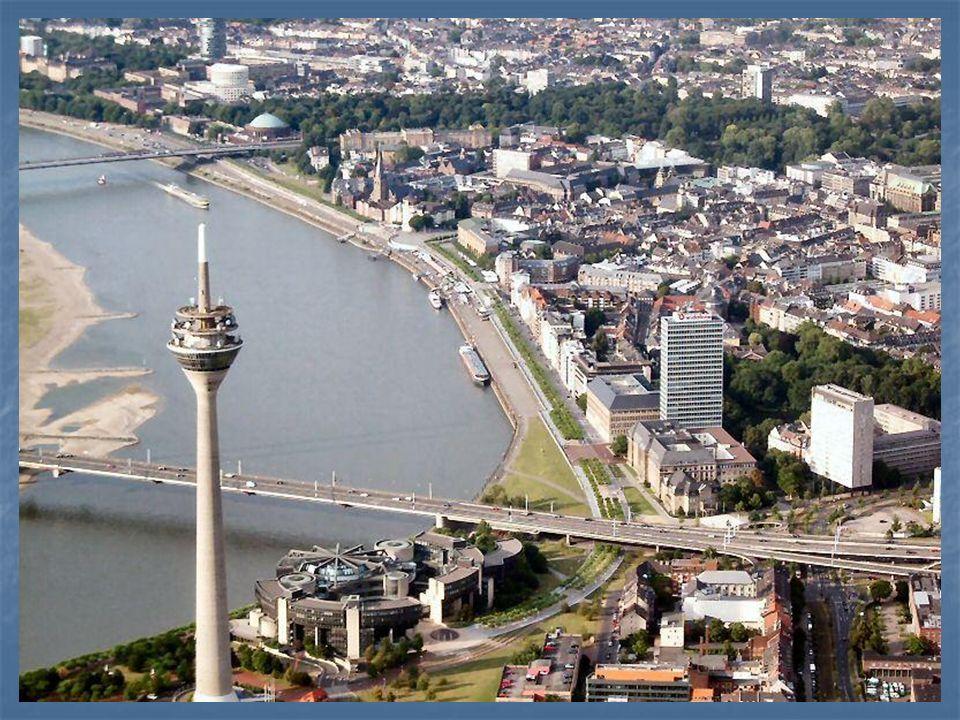 Die Heimatstadt von Heinrich Heine heiβt..... a) Berlin, b) Mainz, c) Düsseldorf c) Düsseldorf