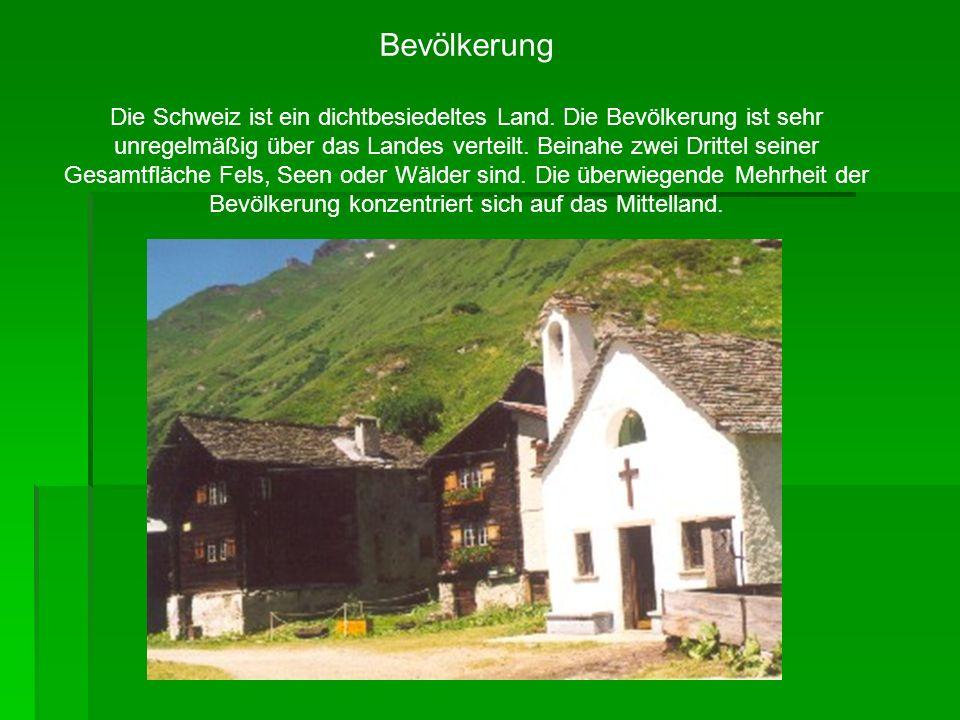 Bevölkerung Die Schweiz ist ein dichtbesiedeltes Land. Die Bevölkerung ist sehr unregelmäßig über das Landes verteilt. Beinahe zwei Drittel seiner Ges