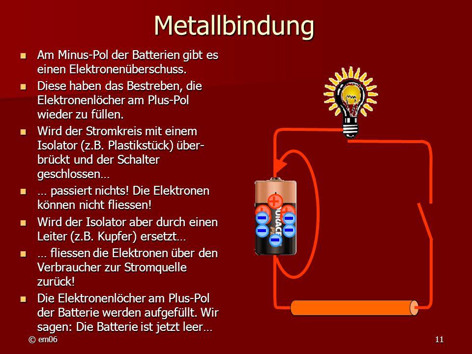 © em0611 Metallbindung Am Minus-Pol der Batterien gibt es einen Elektronenüberschuss. Am Minus-Pol der Batterien gibt es einen Elektronenüberschuss. D