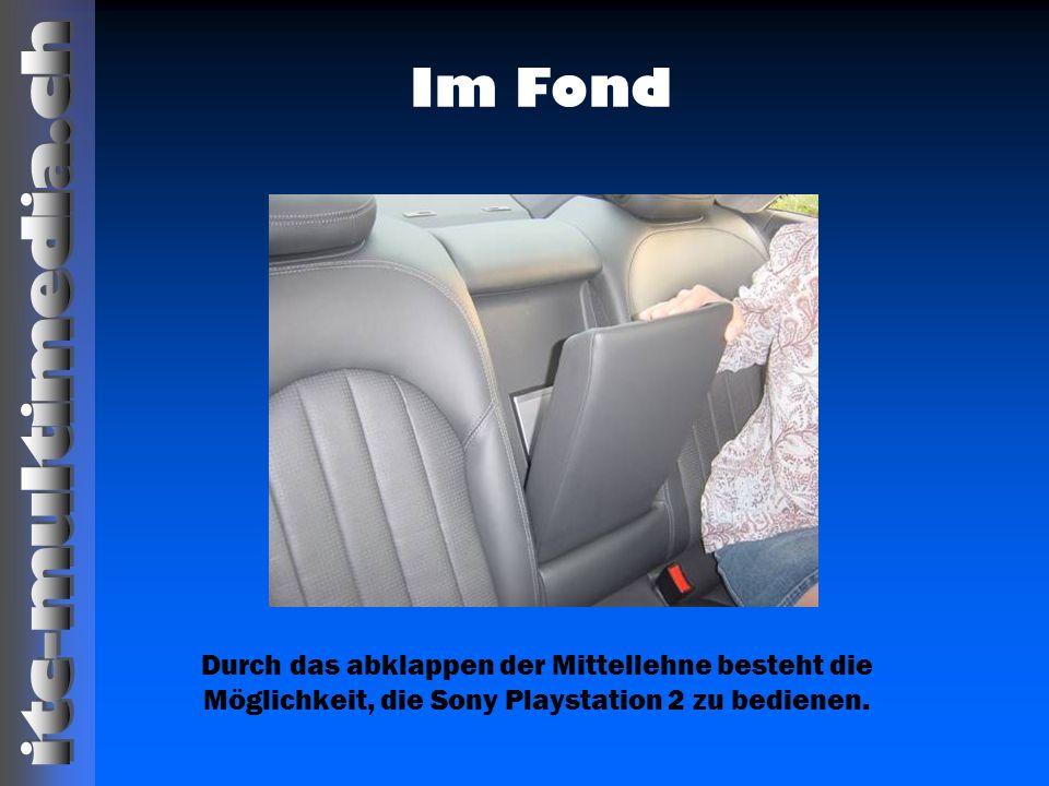 Im Fond Durch das abklappen der Mittellehne besteht die Möglichkeit, die Sony Playstation 2 zu bedienen.