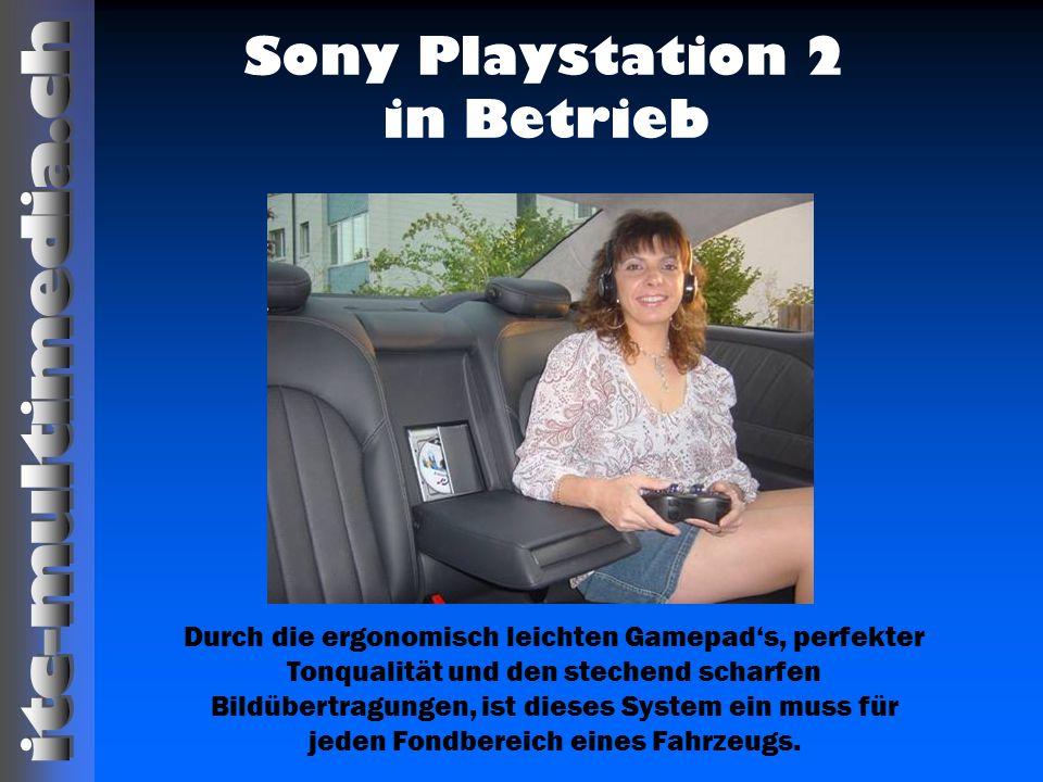 Sony Playstation 2 in Betrieb Durch die ergonomisch leichten Gamepads, perfekter Tonqualität und den stechend scharfen Bildübertragungen, ist dieses S