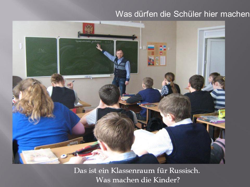 Das ist ein Klassenraum für Russisch. Was machen die Kinder? Was dürfen die Schüler hier machen ?