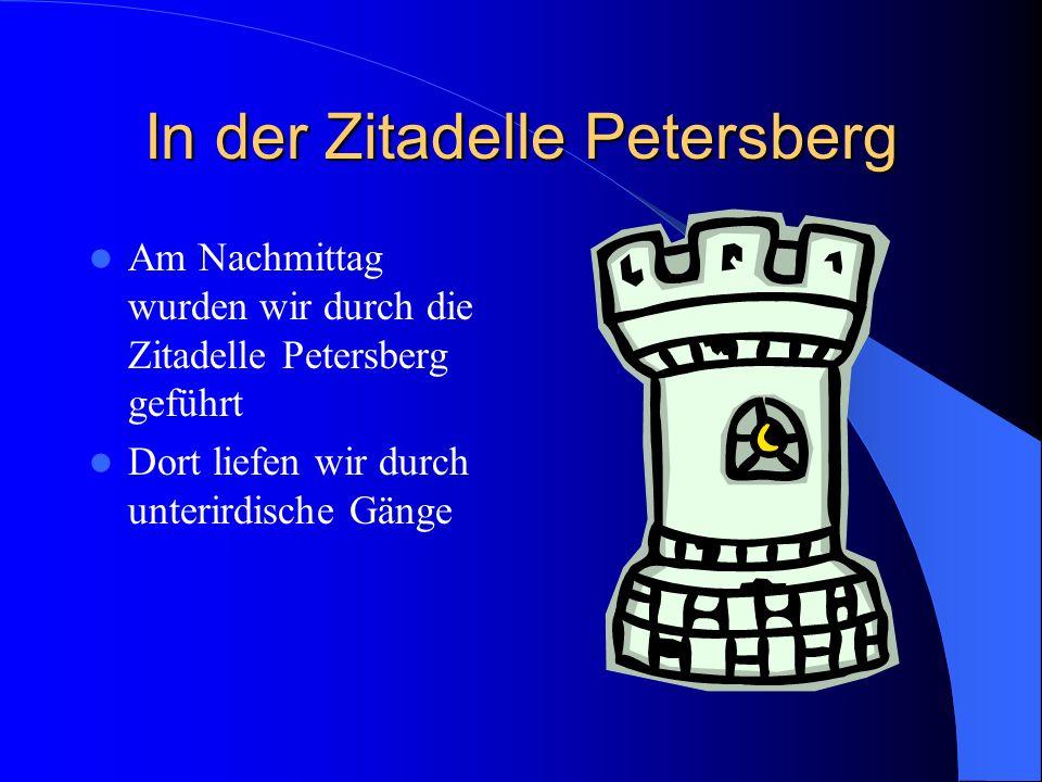 In der Zitadelle Petersberg Am Nachmittag wurden wir durch die Zitadelle Petersberg geführt Dort liefen wir durch unterirdische Gänge