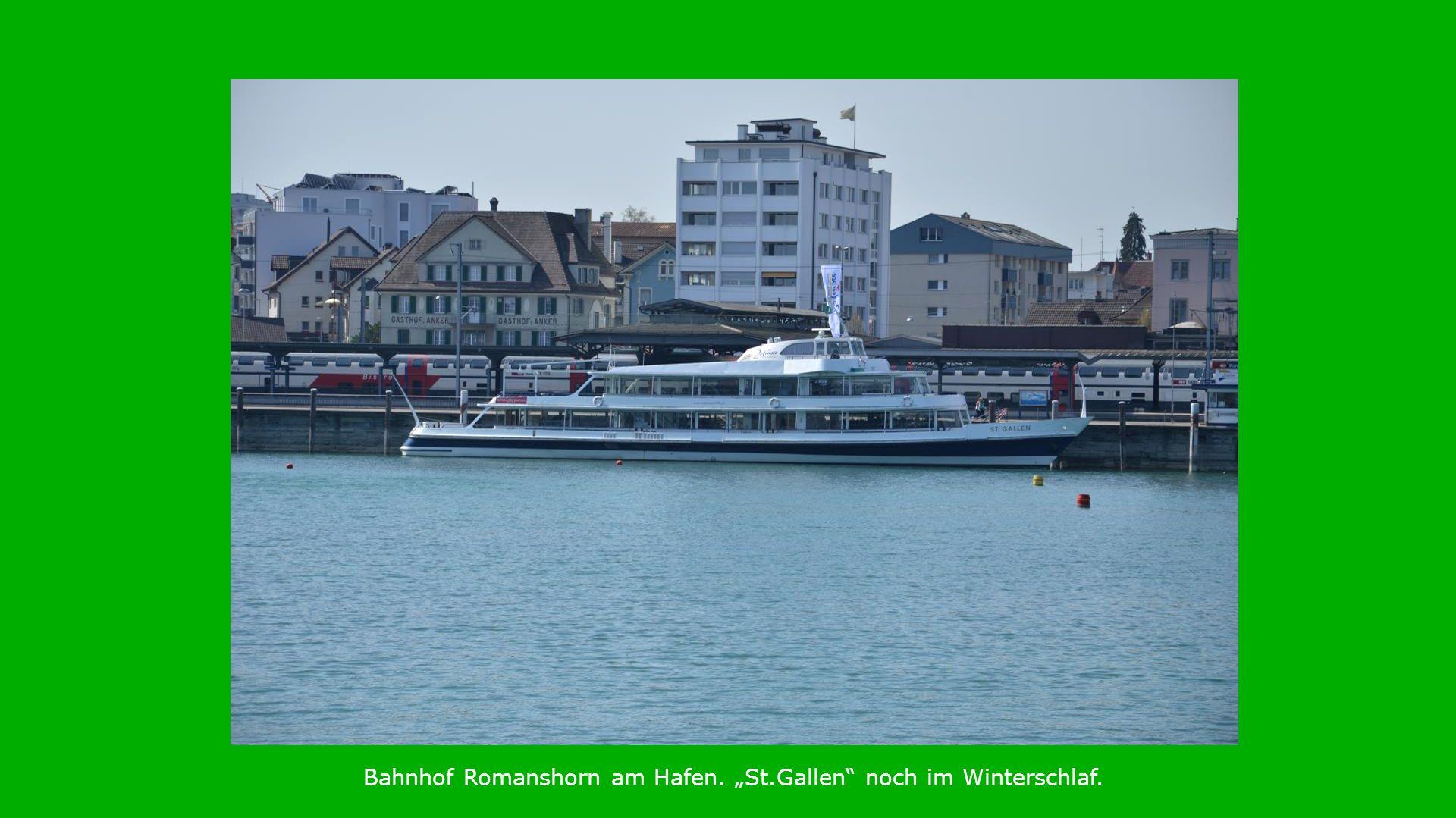 Bahnhof Romanshorn am Hafen. St.Gallen noch im Winterschlaf.