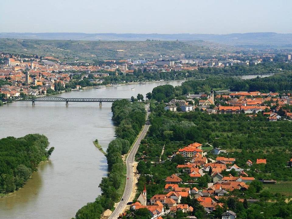 Mautern Mautern war zur Zeit der Römer eine bedeutende Siedlung, da sie an einer wichtigen Handelsroute und direkt an der Nordgrenze zu den germanisch