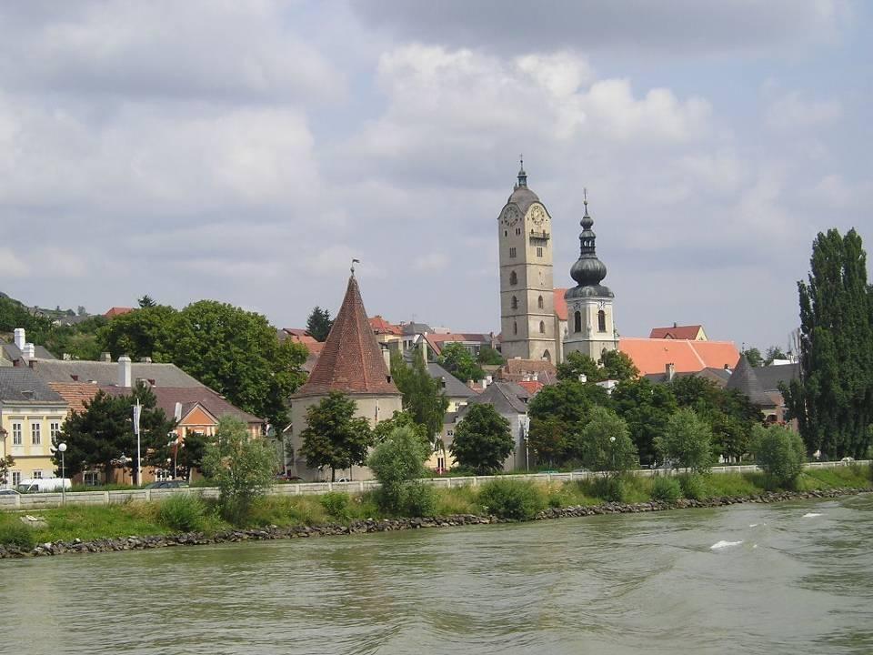 Über diese Brücke geht es nach Krems