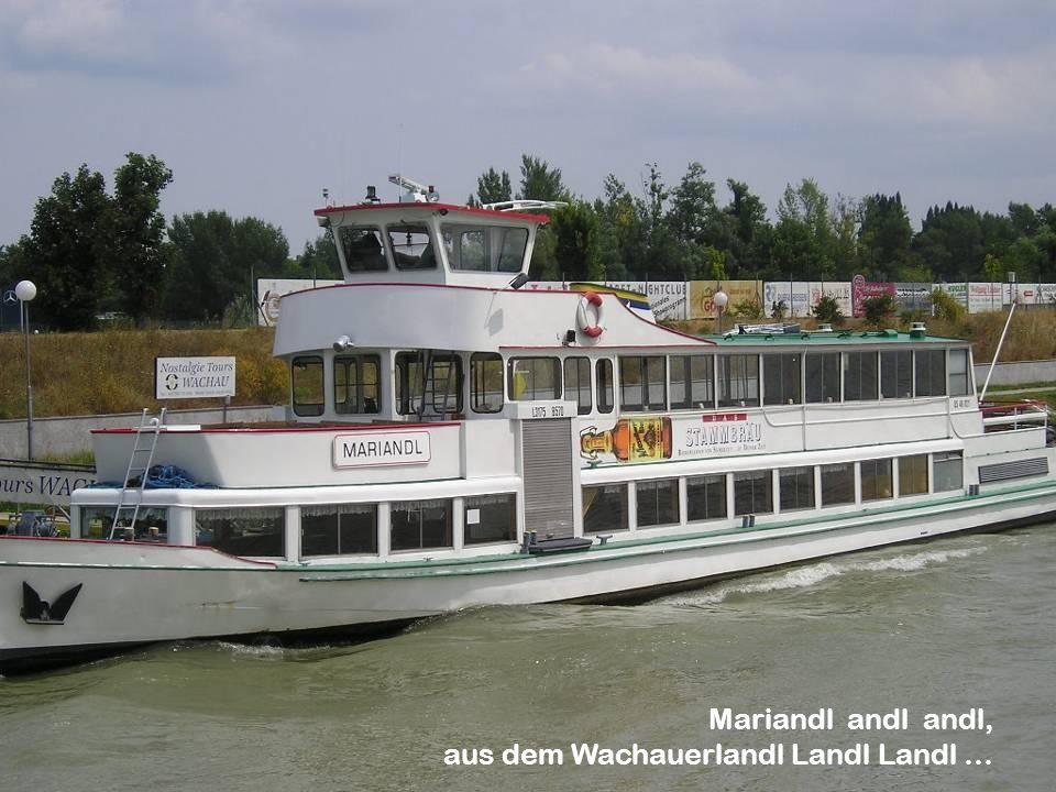 Krems Krems liegt im östlichen Randbereich der Wachau und am Südabbruch des Waldviertels. Große Bedeutung hat der Donauhafen, der neben Wien und Linz