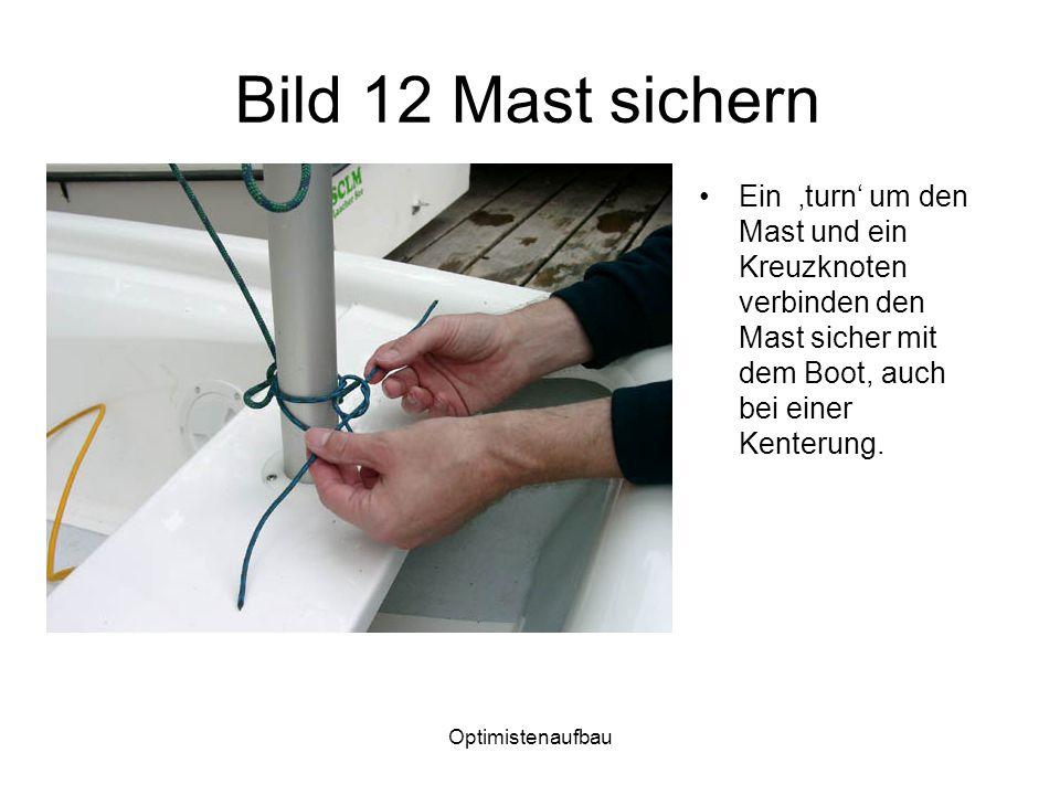 Optimistenaufbau Bild 12 Mast sichern Ein turn um den Mast und ein Kreuzknoten verbinden den Mast sicher mit dem Boot, auch bei einer Kenterung.