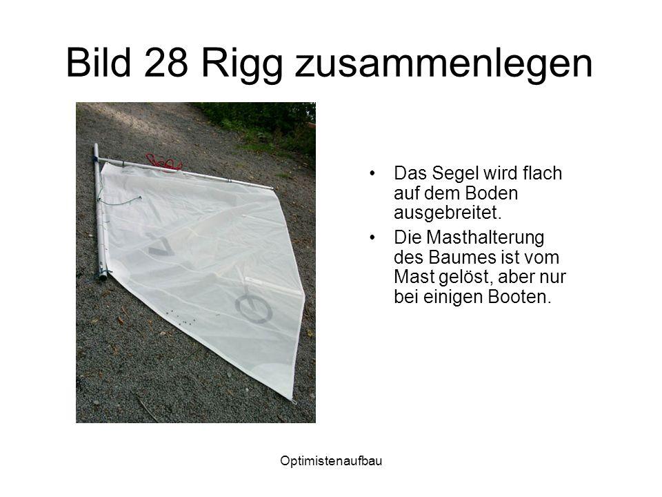 Optimistenaufbau Bild 28 Rigg zusammenlegen Das Segel wird flach auf dem Boden ausgebreitet.