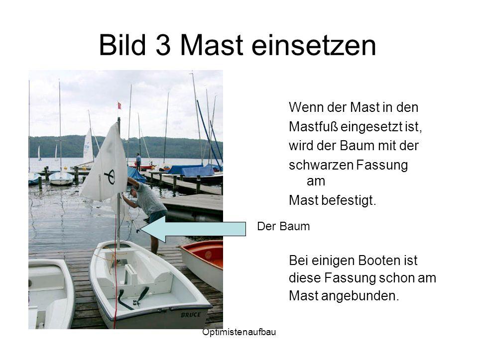 Optimistenaufbau Bild 3 Mast einsetzen Wenn der Mast in den Mastfuß eingesetzt ist, wird der Baum mit der schwarzen Fassung am Mast befestigt. Der Bau