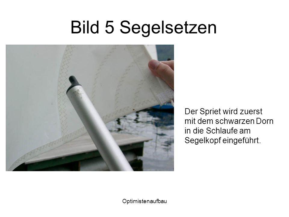 Optimistenaufbau Bild 5 Segelsetzen Der Spriet wird zuerst mit dem schwarzen Dorn in die Schlaufe am Segelkopf eingeführt.