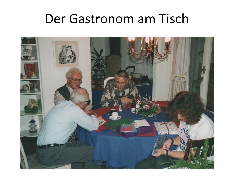Der Gastronom am Tisch