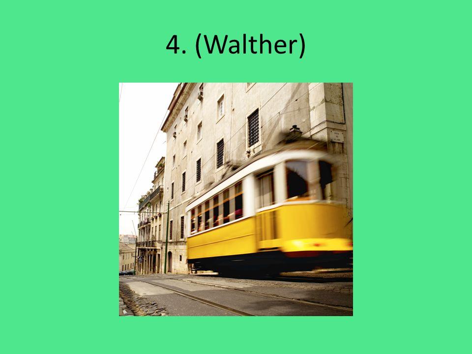 Walther fährt mit der Straßenbahn.