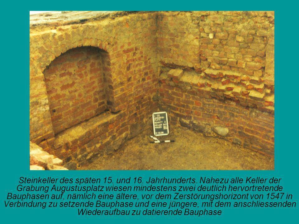 Steinkeller des späten 15. und 16. Jahrhunderts. Nahezu alle Keller der Grabung Augustusplatz wiesen mindestens zwei deutlich hervortretende Bauphasen