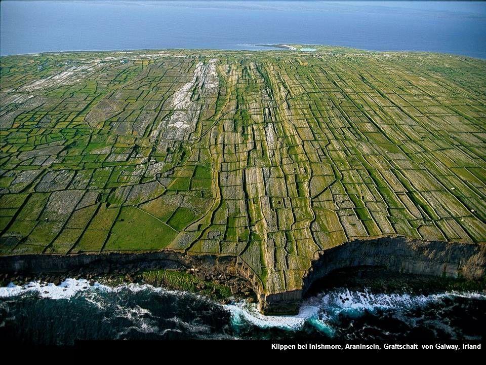 Klippen bei Inishmore, Araninseln, Graftschaft von Galway, Irland