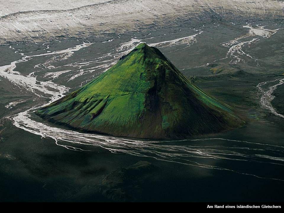 Am Rand eines isländischen Gletschers