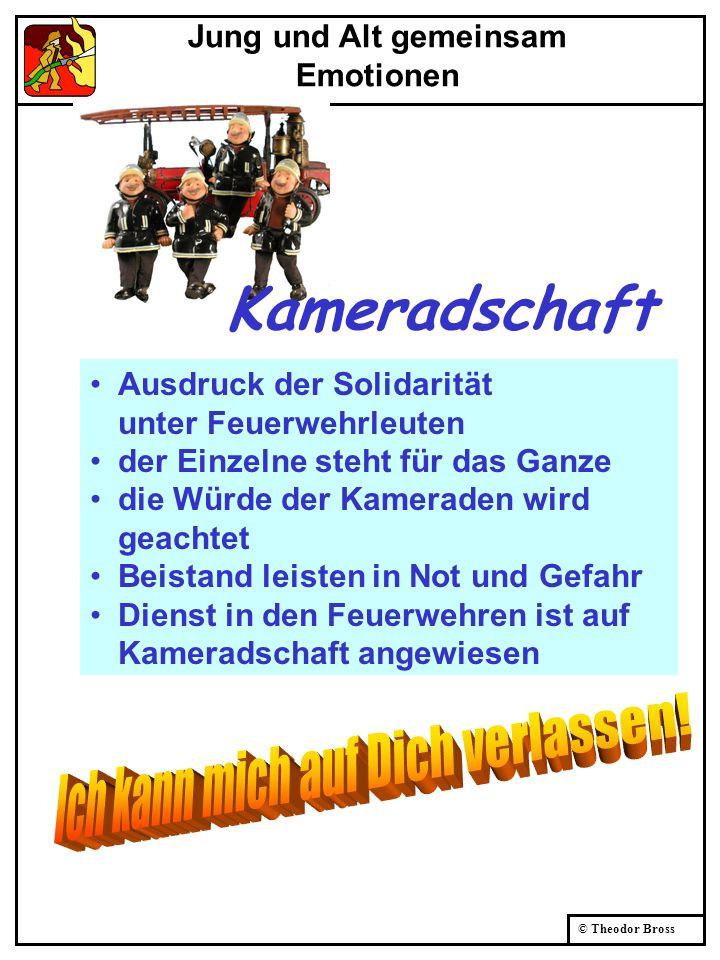 © Theodor Bross Jung und Alt gemeinsam Emotionen Kameradschaft Ausdruck der Solidarität unter Feuerwehrleuten der Einzelne steht für das Ganze die Wür