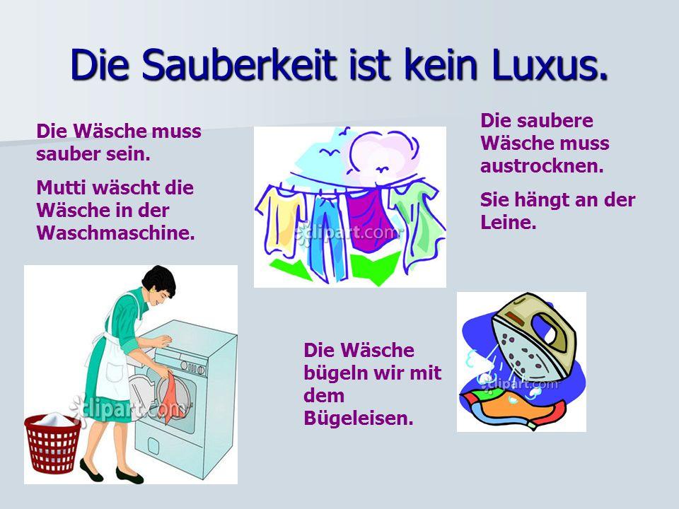 Die Wäsche muss sauber sein.Mutti wäscht die Wäsche in der Waschmaschine.