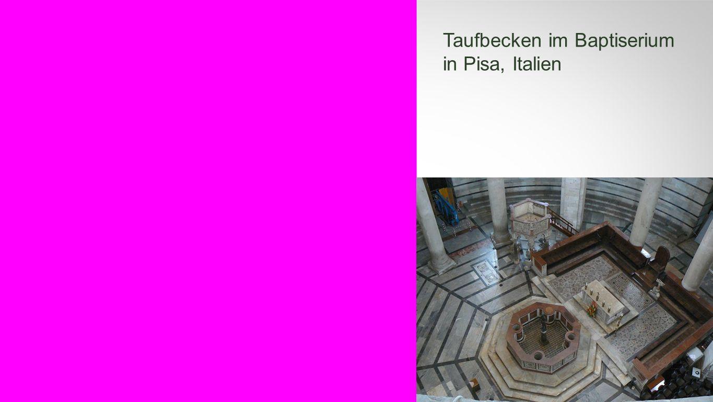 Seiteneinblender Taufbecken im Baptiserium in Pisa, Italien