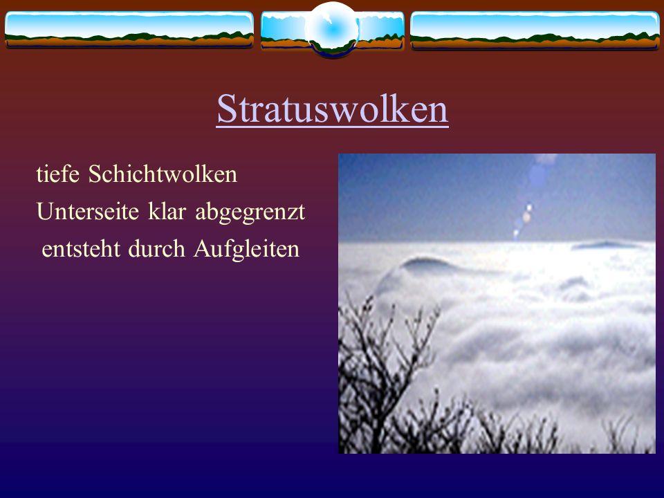 Stratuswolken tiefe Schichtwolken Unterseite klar abgegrenzt entsteht durch Aufgleiten