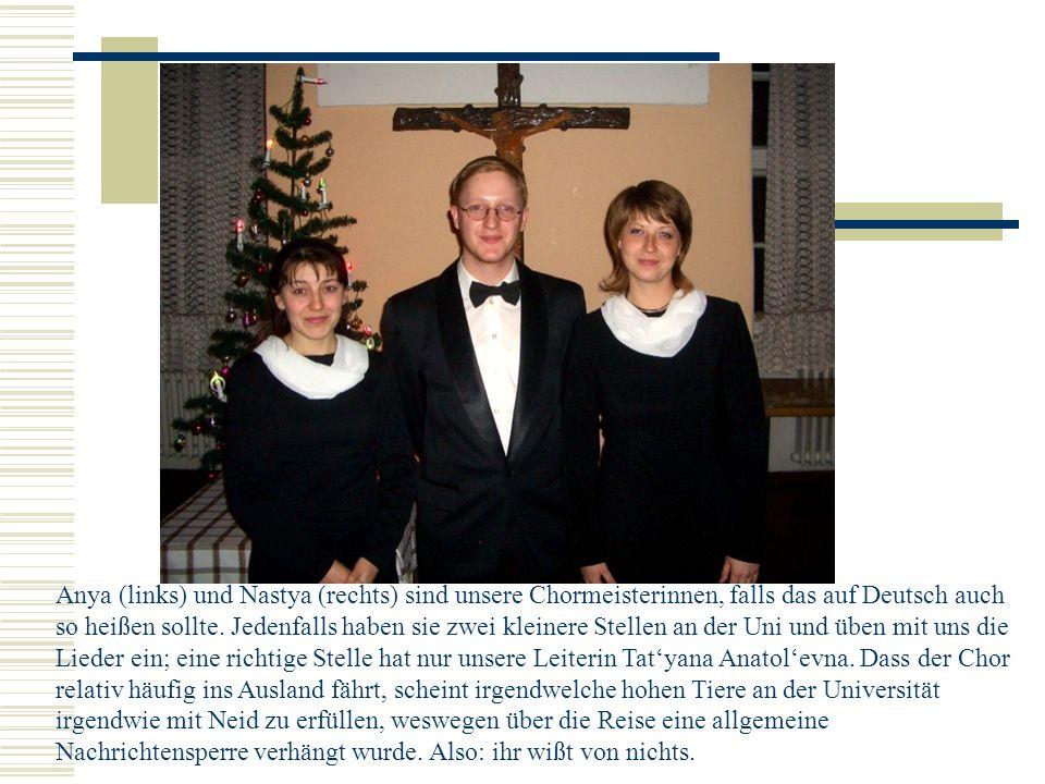 Anya (links) und Nastya (rechts) sind unsere Chormeisterinnen, falls das auf Deutsch auch so heißen sollte.