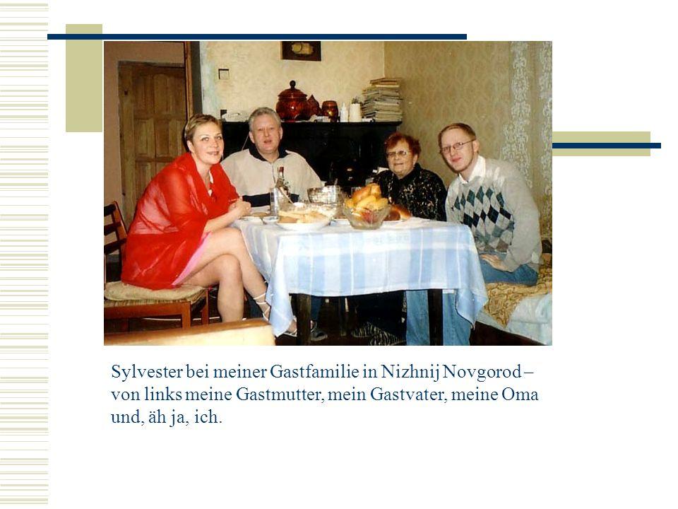 Sylvester bei meiner Gastfamilie in Nizhnij Novgorod – von links meine Gastmutter, mein Gastvater, meine Oma und, äh ja, ich.