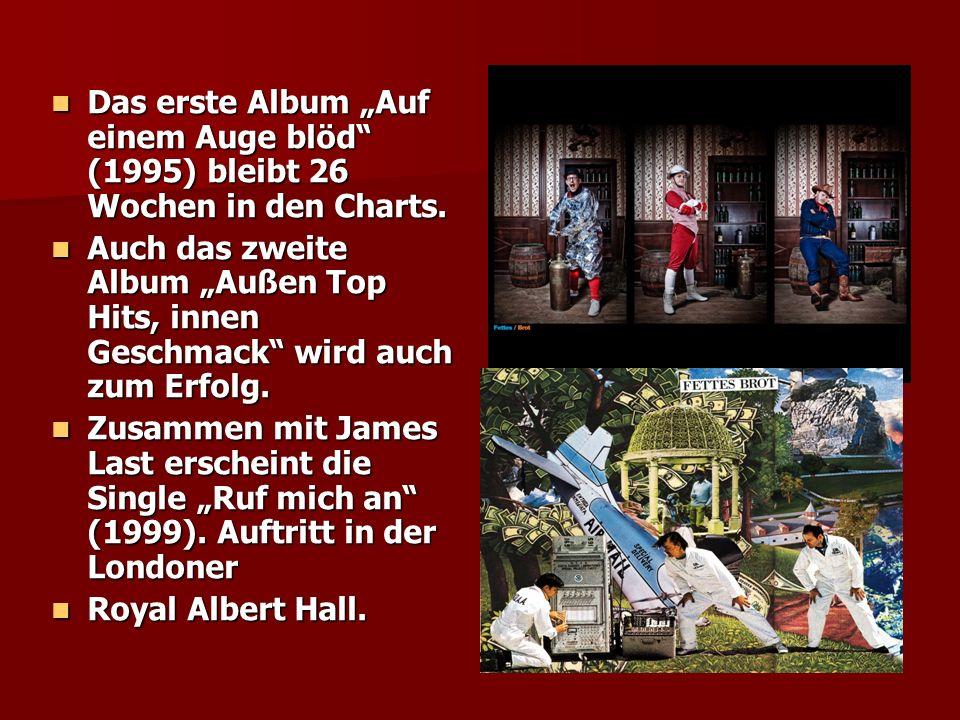Das erste Album Auf einem Auge blöd (1995) bleibt 26 Wochen in den Charts. Das erste Album Auf einem Auge blöd (1995) bleibt 26 Wochen in den Charts.