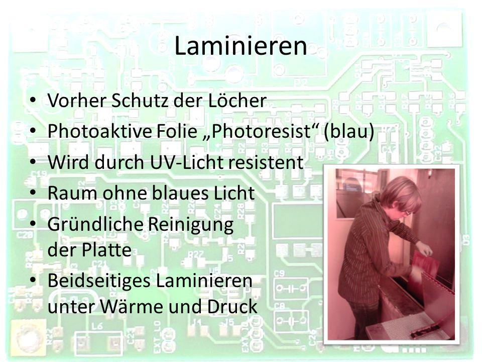 Belichten LDI (Laser Direct Imaging) – Maschinelle Belichtung mit Datei – UV-Laser – druckt Positiv Photoprint – Ausdruck eines Negativs (schwarz auf Folie) – Aufkleben auf PCB – Beidseitige Belichtung mit UV-Licht