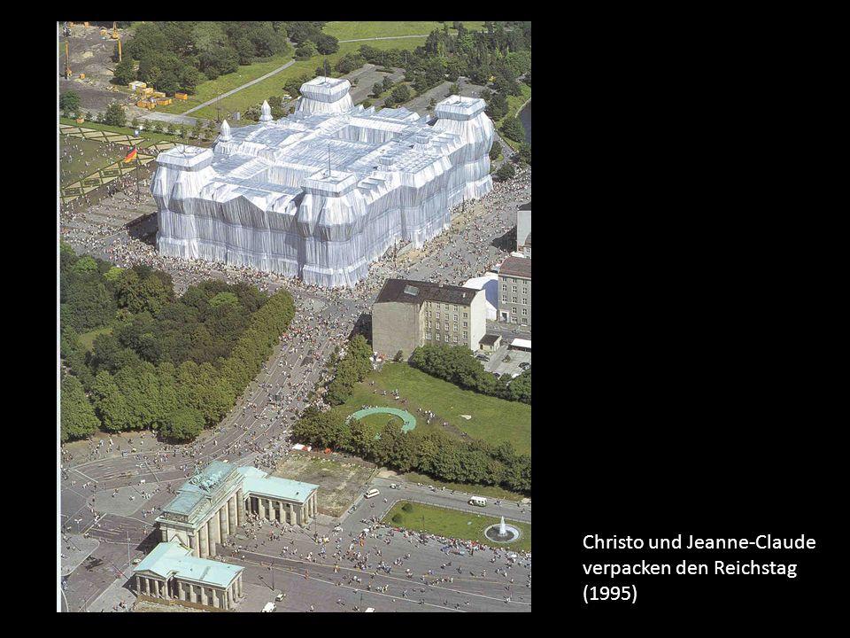 Christo und Jeanne-Claude verpacken den Reichstag (1995)