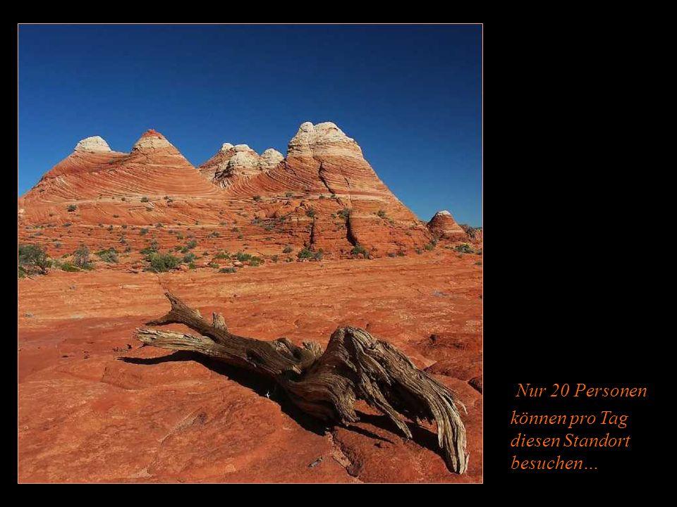 Die Szene ist unglaublich schön… Die Formen der Felsen und ihre Farben…