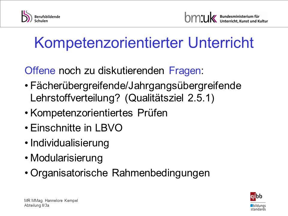 MR MMag. Hannelore Kempel Abteilung II/3a Kompetenzorientierter Unterricht Offene noch zu diskutierenden Fragen: Fächerübergreifende/Jahrgangsübergrei